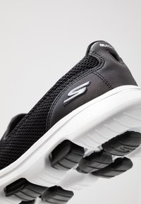 Skechers Performance - GO WALK 5 - Sportieve wandelschoenen - black/white - 5