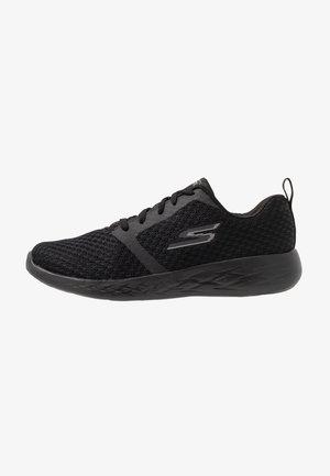 GO RUN 600 - Walking trainers - black