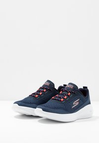 Skechers Performance - GO RUN FAST - Walking trainers - navy/coral - 2