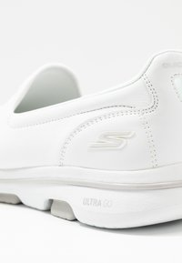 Skechers Performance - GO WALK 5 - Løbesko walking - white - 5
