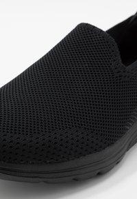 Skechers Performance - GO WALK  - Sportieve wandelschoenen - black - 5