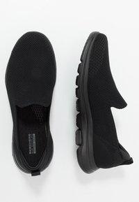 Skechers Performance - GO WALK  - Sportieve wandelschoenen - black - 1