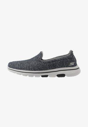 GO WALK 5 - Zapatillas para caminar - charcoal