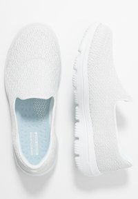 Skechers Performance - GO WALK EVOLUTION ULTRA - Obuwie do biegania Turystyka - white - 1
