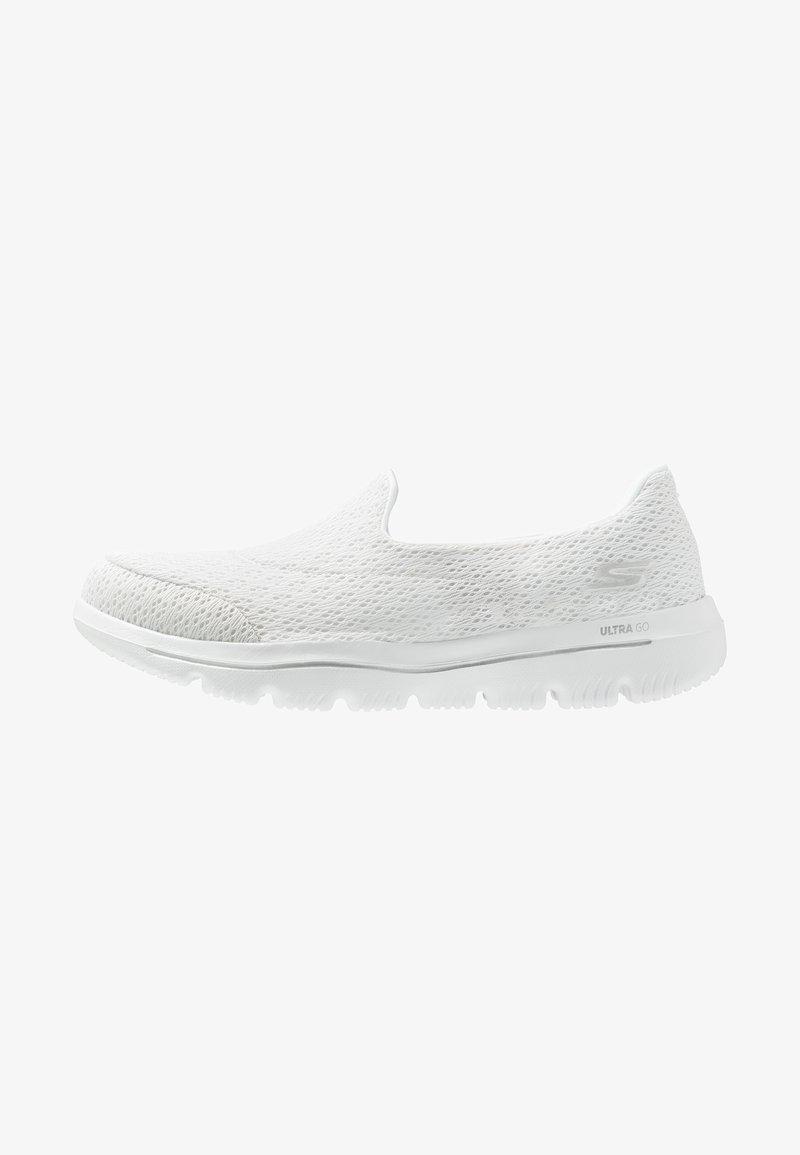 Skechers Performance - GO WALK EVOLUTION ULTRA - Chodecké tenisky - white