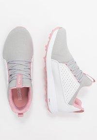 Skechers Performance - MAX MOJO - Golfové boty - white/gray/pink - 1