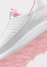 Skechers Performance - MAX MOJO - Golfové boty - white/gray/pink - 5