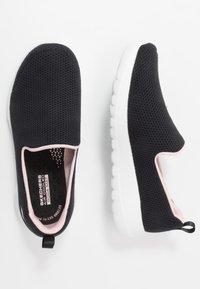 Skechers Performance - GO WALK JOY - Obuwie do biegania Turystyka - black/pink - 1