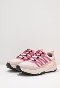 Skechers Performance - GO TRAIL JACKRABBIT - Běžecké boty do terénu - taupe/multicolor - 2