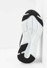 Skechers Performance - MAX CUSHIONING ELITE - Hardloopschoenen neutraal - black/white - 4