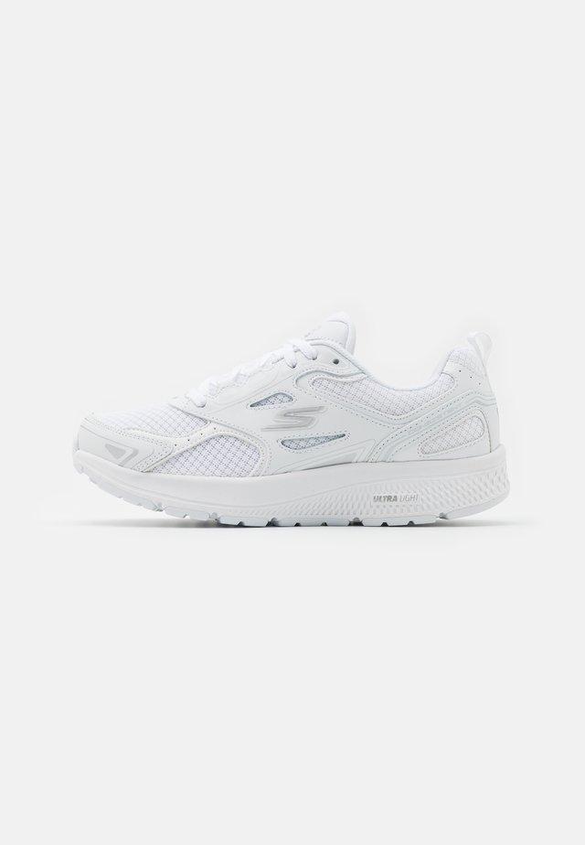 GO RUN CONSISTENT - Nøytrale løpesko - white/silver