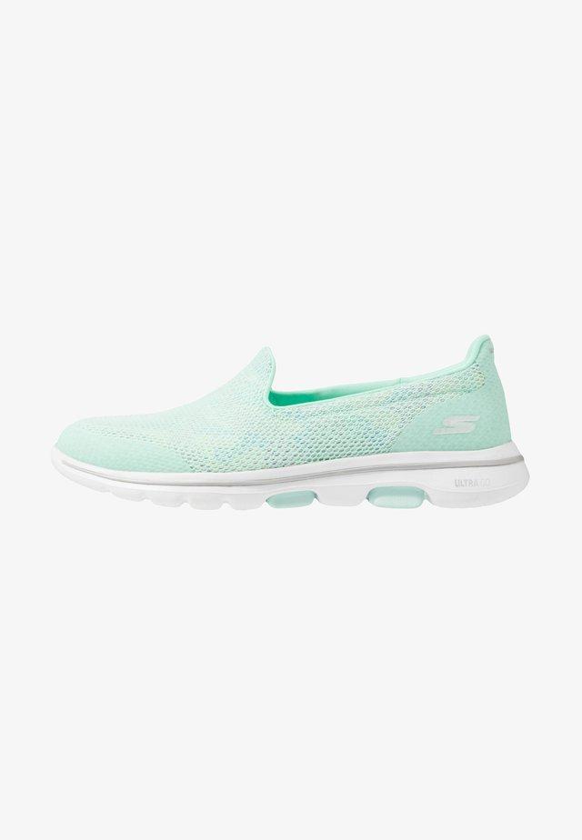 GO WALK 5 - Sportieve wandelschoenen - mint