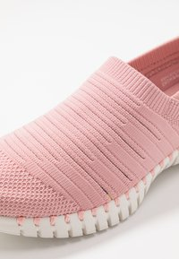 Skechers Performance - GO WALK SMART - Walking trainers - pink - 5