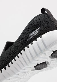 Skechers Performance - GO WALK SMART - Kävelykengät - black/white