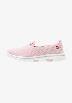 GO WALK 5 - Walking trainers - pink