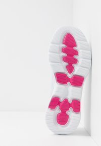 Skechers Performance - GO WALK 5 - Sportieve wandelschoenen - white/multicolor - 4