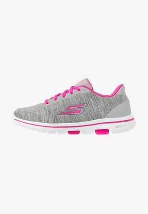 GO WALK 5 - Walking trainers - gray/pink