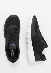 Skechers Performance - GO RUN FOCUS INSTANTLY - Sportieve wandelschoenen - black/purple - 1