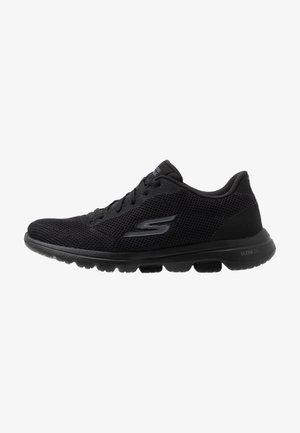 GO WALK 5 - LUCKY - Sportieve wandelschoenen - black