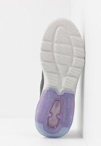 Skechers Performance - GO WALK AIR - WINDCHILL - Sportieve wandelschoenen - char/lavendar - 4