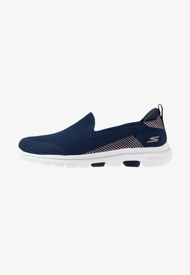 GO WALK 5 - Walking trainers - navy/rose gold