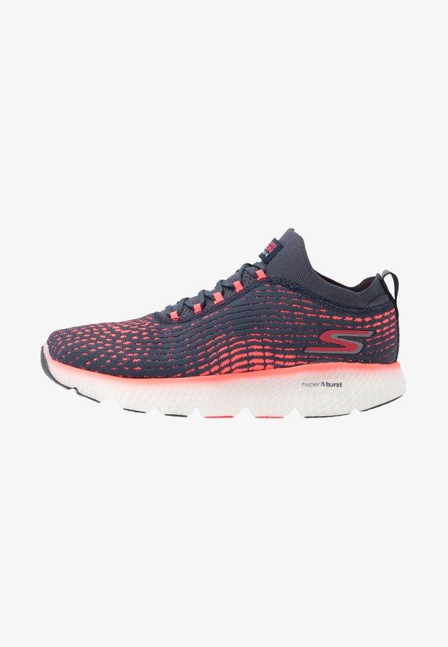 MAXROAD 4 - Neutral running shoes - navy/pink