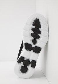 Skechers Performance - GO WALK 5 LUCKY - Kävelykengät - black/white - 4