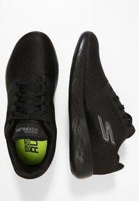 Skechers Performance - GO RUN 600 - REFINE - Obuwie do biegania treningowe - black textile/trim - 1