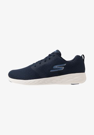 GO RUN 600 CIRCULATE - Obuwie do biegania treningowe - navy/white