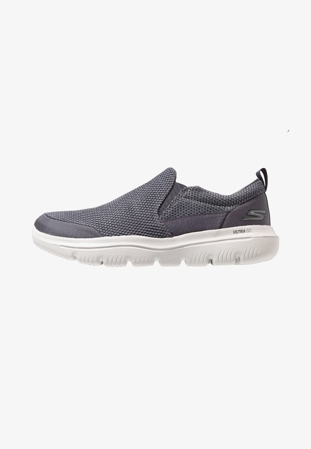 GO WALK EVOLUTION ULTRA - IMPECCABL - Walking trainers - charcoal