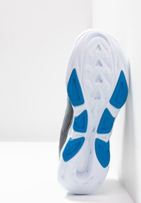 Skechers Performance - GO RUN VORTEX-STORM - Obuwie do biegania treningowe - charcoal/blue - 4