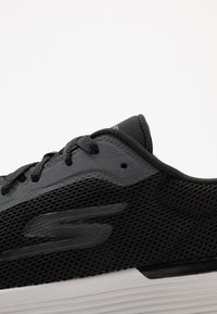 Skechers Performance - GO RUN 400 V2 - Neutral running shoes - black/grey - 5