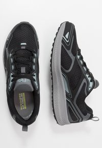 Skechers Performance - GO RUN CONSISTENT - Obuwie do biegania treningowe - black/grey - 1