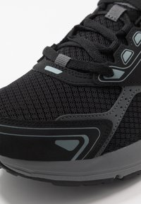 Skechers Performance - GO RUN CONSISTENT - Obuwie do biegania treningowe - black/grey - 5