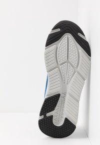 Skechers Performance - MAX CUSHIONING ELITE - Obuwie do biegania treningowe - black/blue - 4