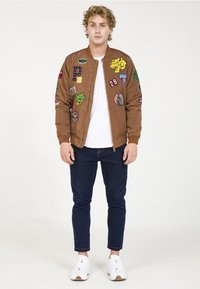 PLUS EIGHTEEN - Bomber bunda - brown - 1