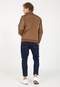 PLUS EIGHTEEN - Bomber bunda - brown - 2