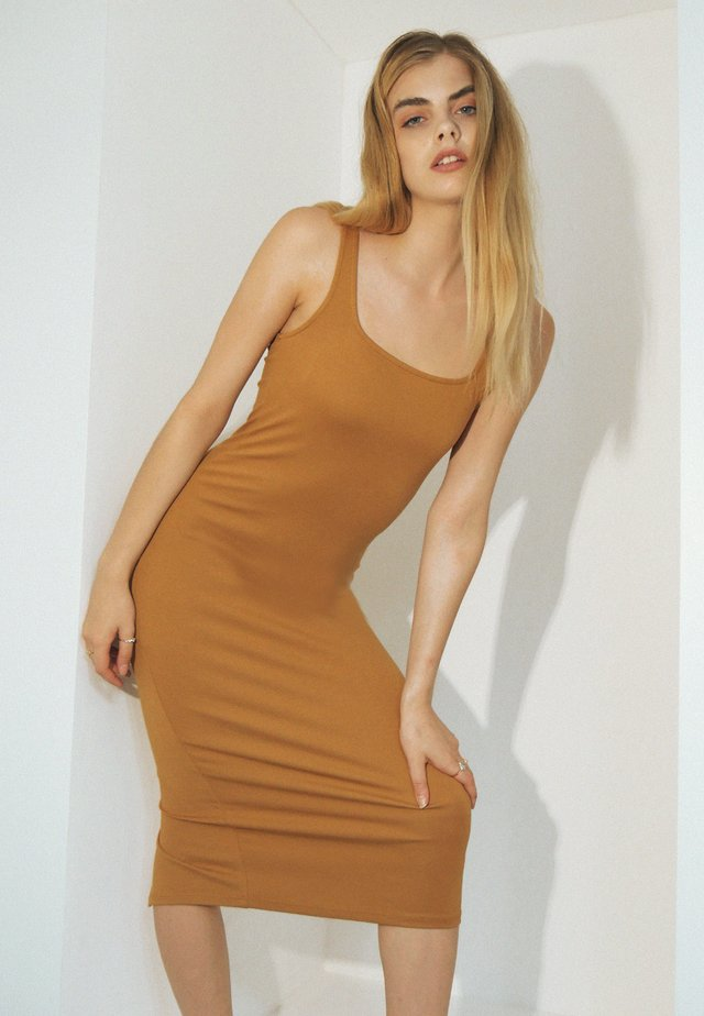 Etui-jurk - orangebraun