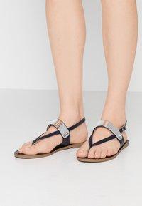 PARFOIS - Sandály s odděleným palcem - dark navy - 0