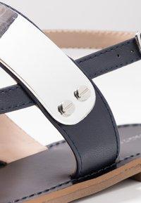 PARFOIS - Sandály s odděleným palcem - dark navy - 2
