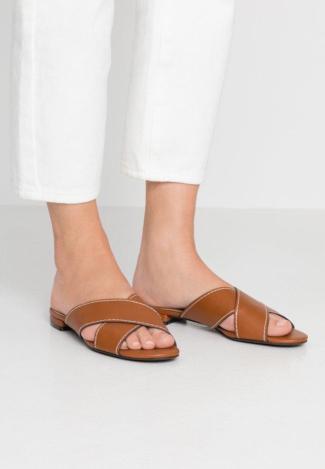 Pantolette flach - camel