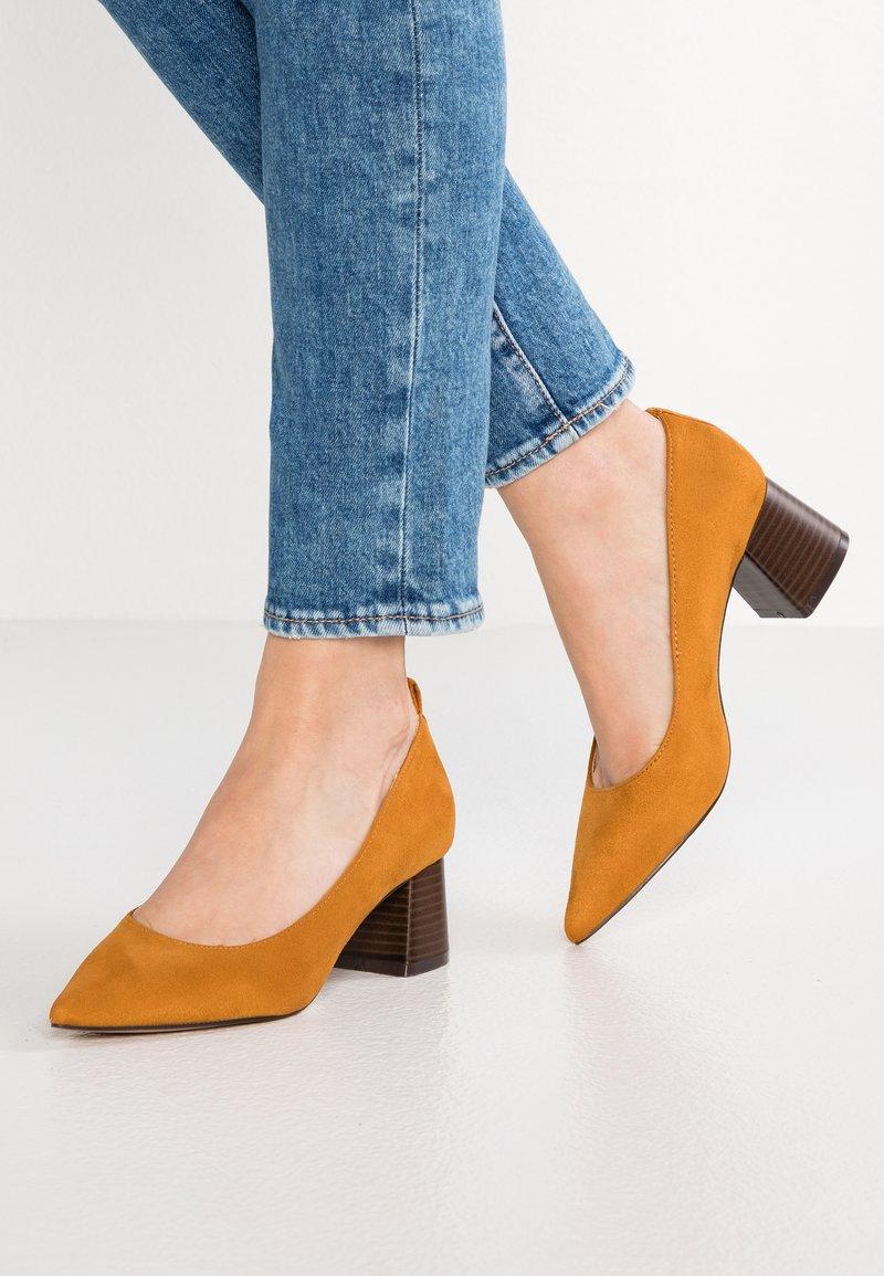 PARFOIS - Classic heels - mustard