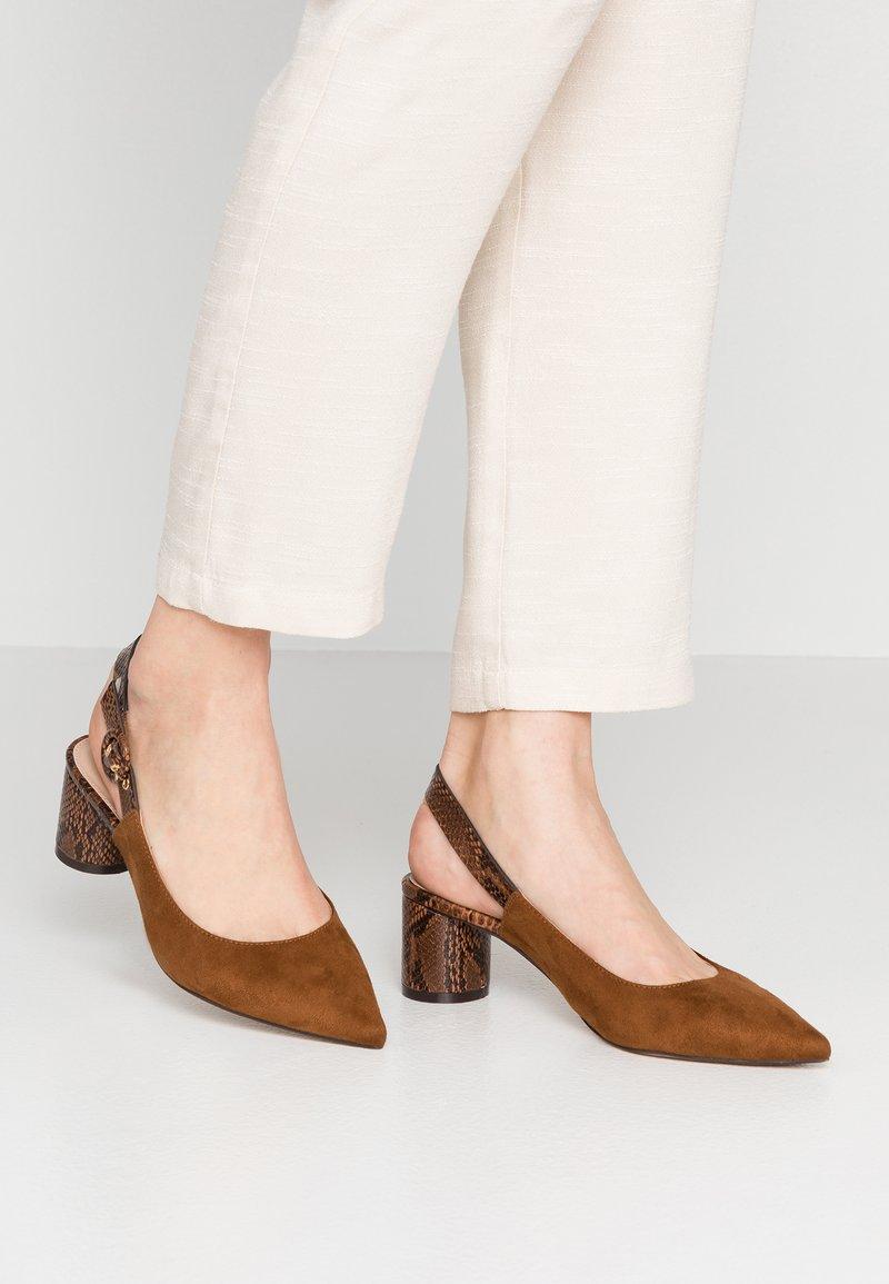 PARFOIS - Classic heels - camel