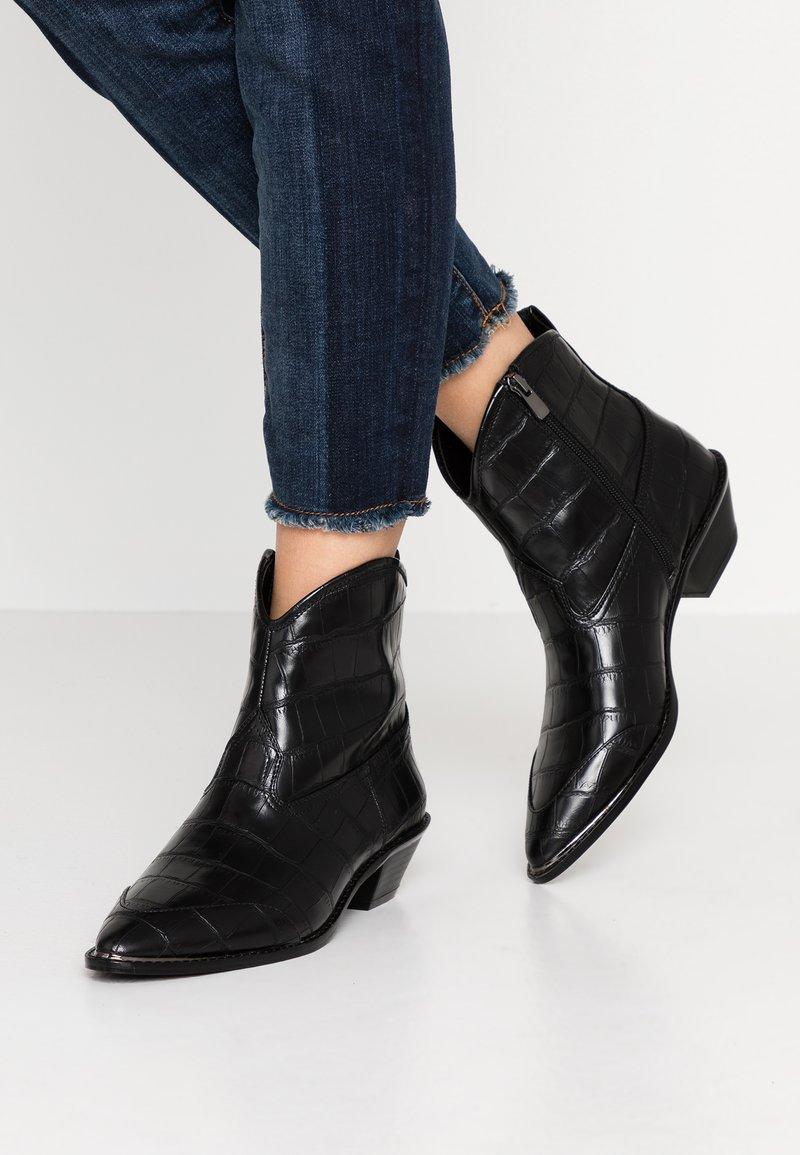 PARFOIS - Cowboy/biker ankle boot - black