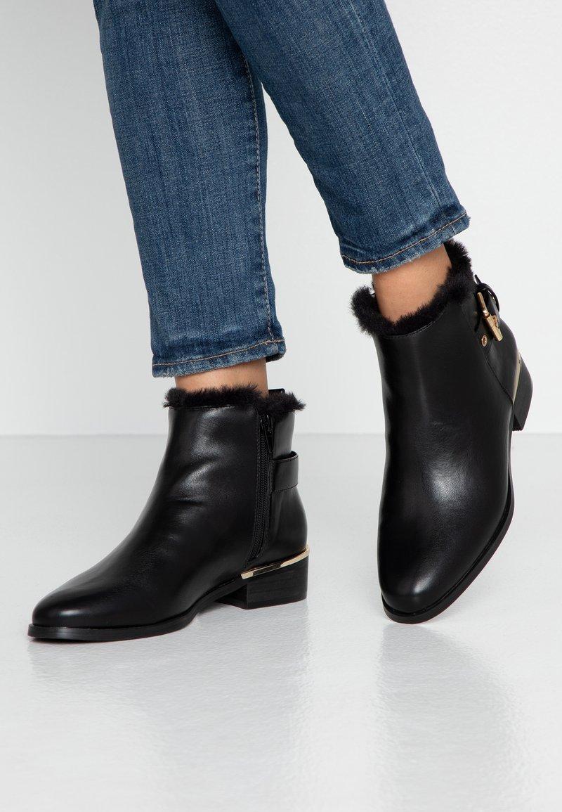 PARFOIS - Ankle boots - black