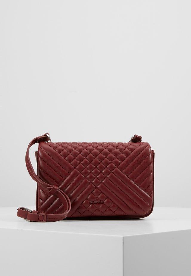 BUM - Across body bag - burgundy