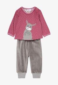 People Wear Organic - BABY SET - Pantaloni - beere - 3