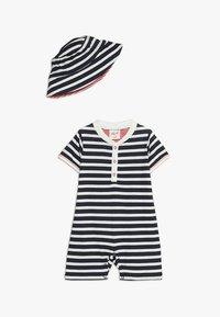 People Wear Organic - PLAYSUIT SONNENHUT BABY SET - Čepice - dark blue - 0