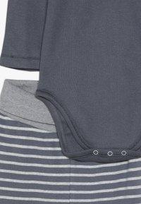 People Wear Organic - BABY - Kalhoty - dunkelgrau - 4
