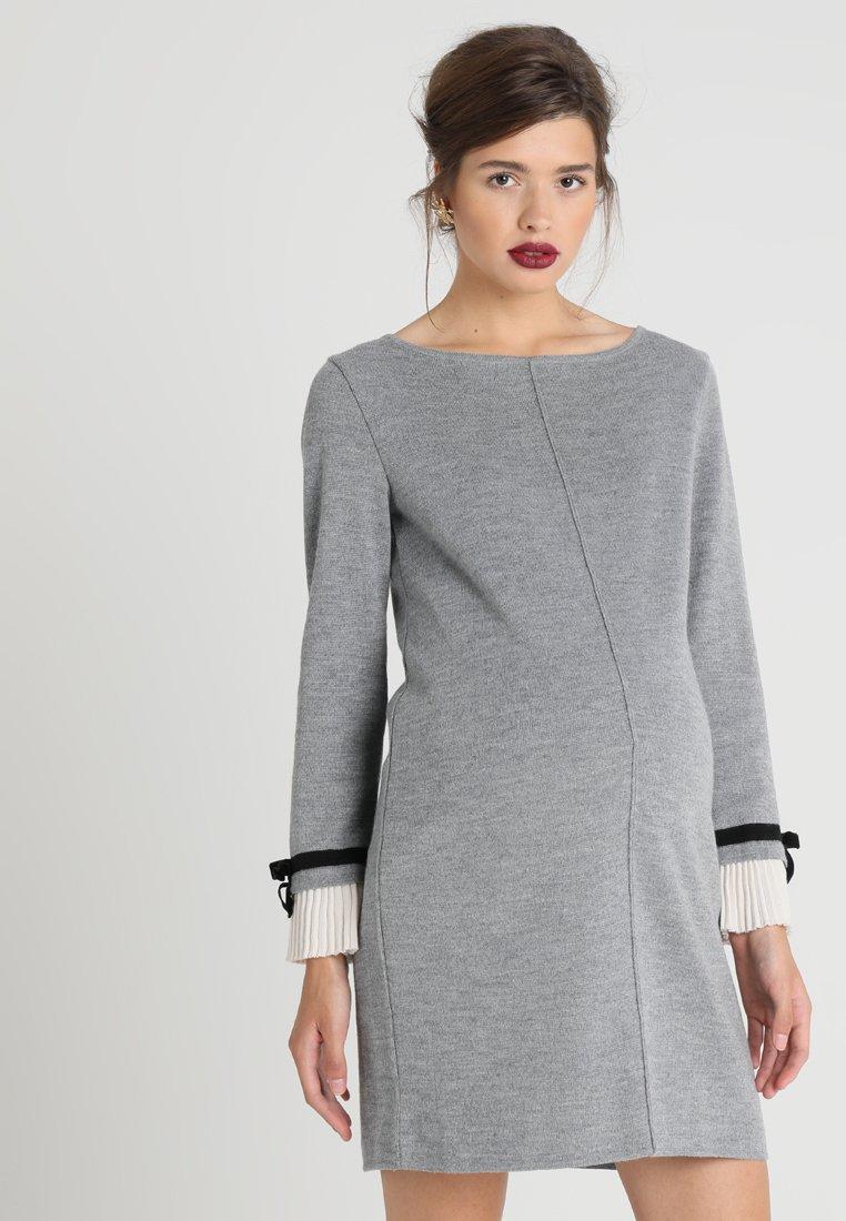Pietro Brunelli - MAINFIELD - Stickad klänning - light grey melange